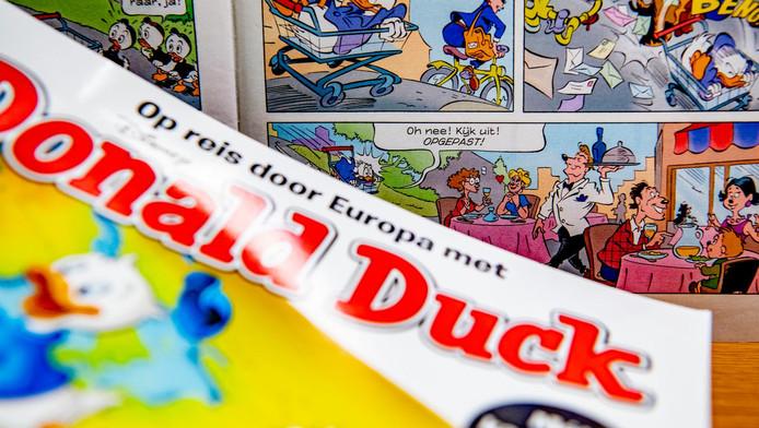 In een Donald Duck die een paar weken geleden in de winkels lag, figureerde voor het eerst een lesbisch stel.